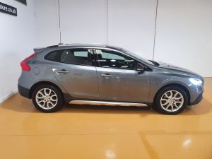 VOLVO V40 T3 CROSS COUNTRY PRO - 9026 - 8