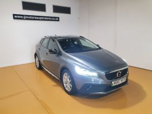 VOLVO V40 T3 CROSS COUNTRY PRO - 9026 - 1